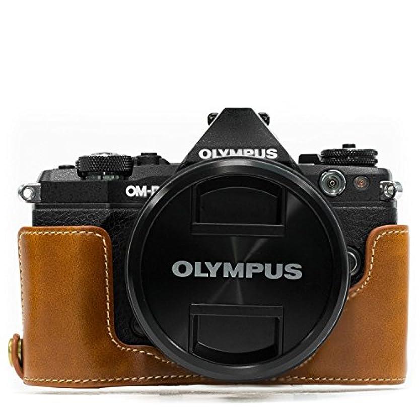 泥過言支援MegaGear Olympus OM-D E-M5 Mark II Ever Ready(エヴァーレディー) レザー カメラ ハーフ ケース&ストラップ バッテリーアクセス可能