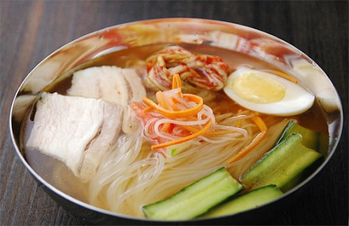 漫画「美味しんぼ」にも登場した名店「まだん」の韓国冷麺1食