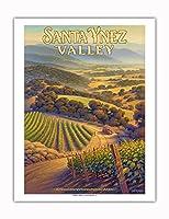サンタ・イネズ・バレー・ワイナリー - セントラルコーストAVAブドウ園 - カリフォルニアワインカントリーアート によって作成された カーン・エリクソン - アートポスター - 51cm x 66cm
