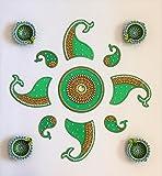 Ramyaの手作り鮮やかなRangoli with a Set of 4Diyas ( 7281m )