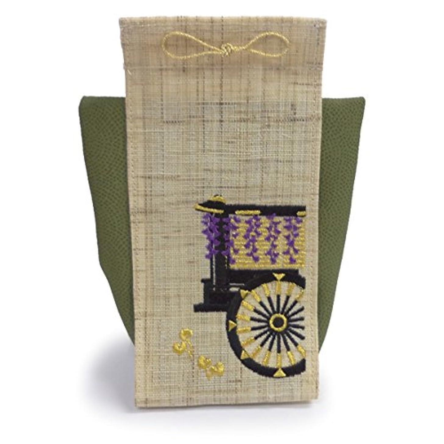 通り抜ける洗練された大胆香飾り 京の風物詩 葵祭
