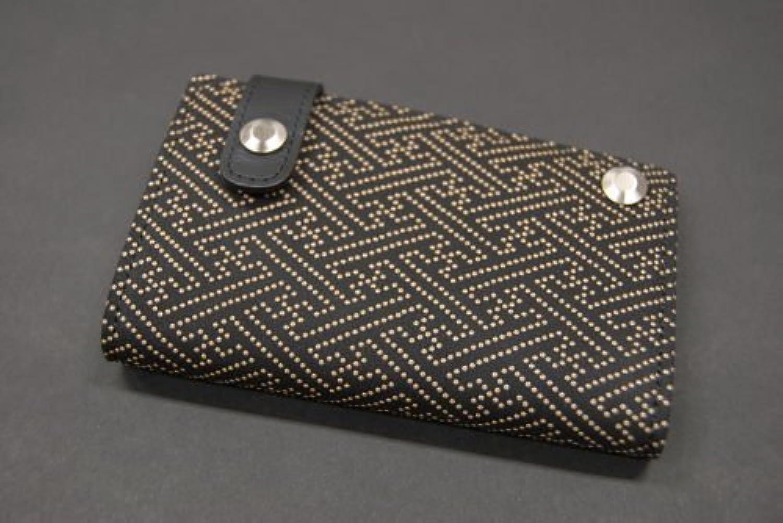 印傳屋 印伝 メンズ レディース カード入れ (カードケース) 2521 紗綾形 (黒×白)  日本製 和風 和柄 通販 ギフトに。