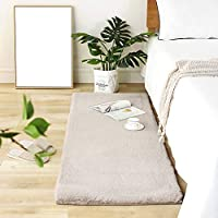 じゅうたん ぬいぐるみ 素敵な 寝室 ベッドサイド ルーム フットパッド 出窓 窓辺 窓の前で 小型カーペット 柔らかい ふわふわ 快適 毛羽立ちがない カーペット