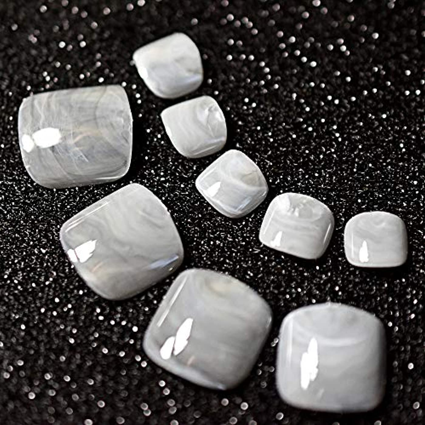 中毒ライン前兆XUTXZKA 24ピースグレー大理石の足の爪偽の人工足の爪足の化粧の装飾のためのヒント