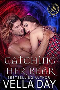 Catching Her Bear (Weres and Witches of Silver Lake Book 2) by [Day, Vella]