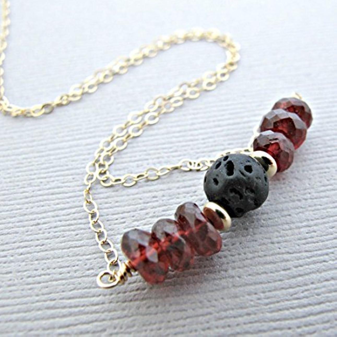 ふさわしい触手飽和するGarnet Lava Pendant Essential Oil Necklace Diffuser Aromatherapy - Simple Minimalist Lava Bead Diffuser Necklace...