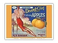 カリフォルニアのリンゴ - ニュータウンPippins - ダイビングガールズブランド - ビンテージなフルーツの木箱のラベル c.1920s - アートポスター - 23cm x 31cm