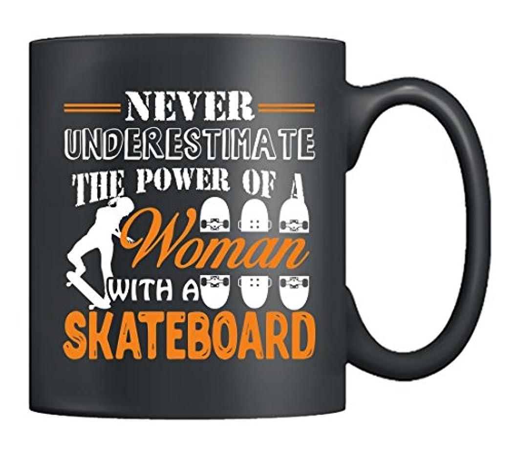 カメラ信頼検出可能スケートボードマグカップ – Woman with aスケートボードブラックセラミックコーヒーマグ、ティーカップ、完璧な贈り物for友人 ブラック TRG431