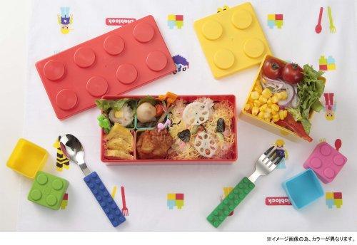 食事時でもブロックをそばに。ブロックランチボックス