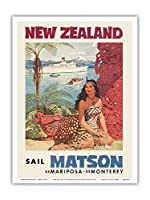 ニュージーランド - マトソン航海 - 蒸気船マリポサ号, 蒸気船モントレー号 - マオリ族の女性がファカイロ(彫像)の前に座る - ビンテージな遠洋定期船のポスター によって作成された ルイ・マクィヤール c.1955 - アートポスター - 23cm x 31cm