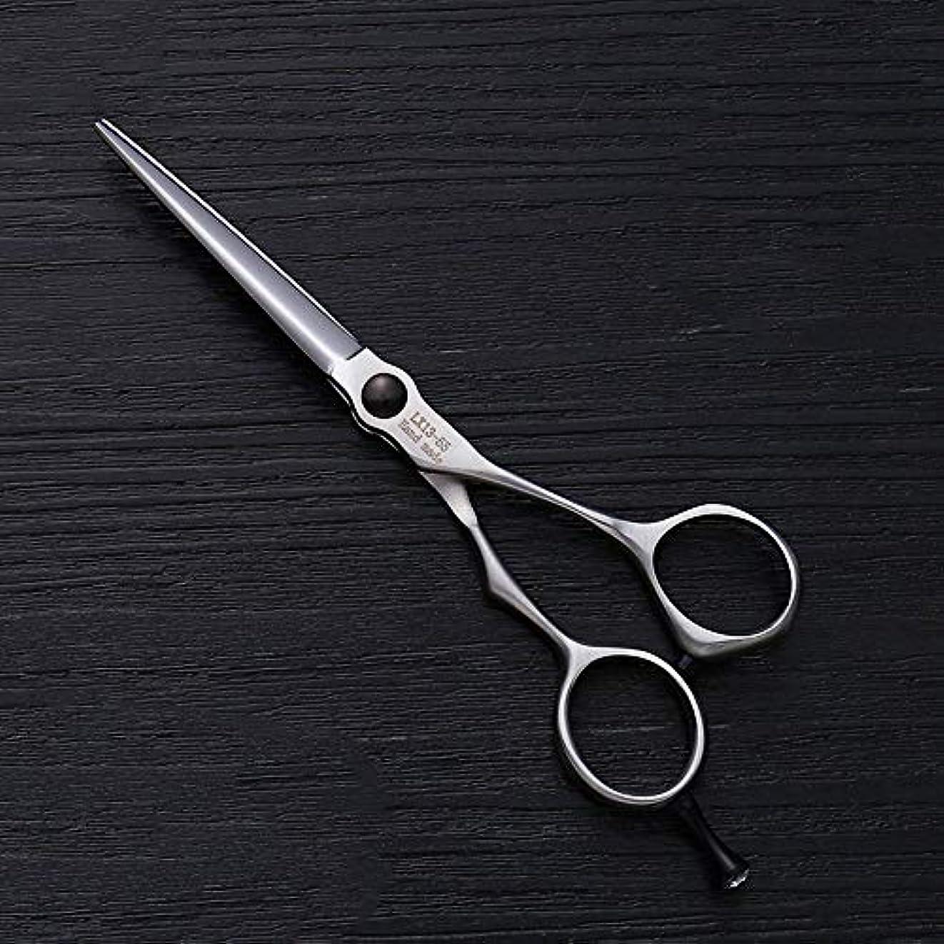 失礼な作成者公式理髪用はさみ 5.5インチの理髪はさみステンレス鋼の平らなせん断前髪はさみ毛の切断はさみステンレス理髪はさみ (色 : Silver)