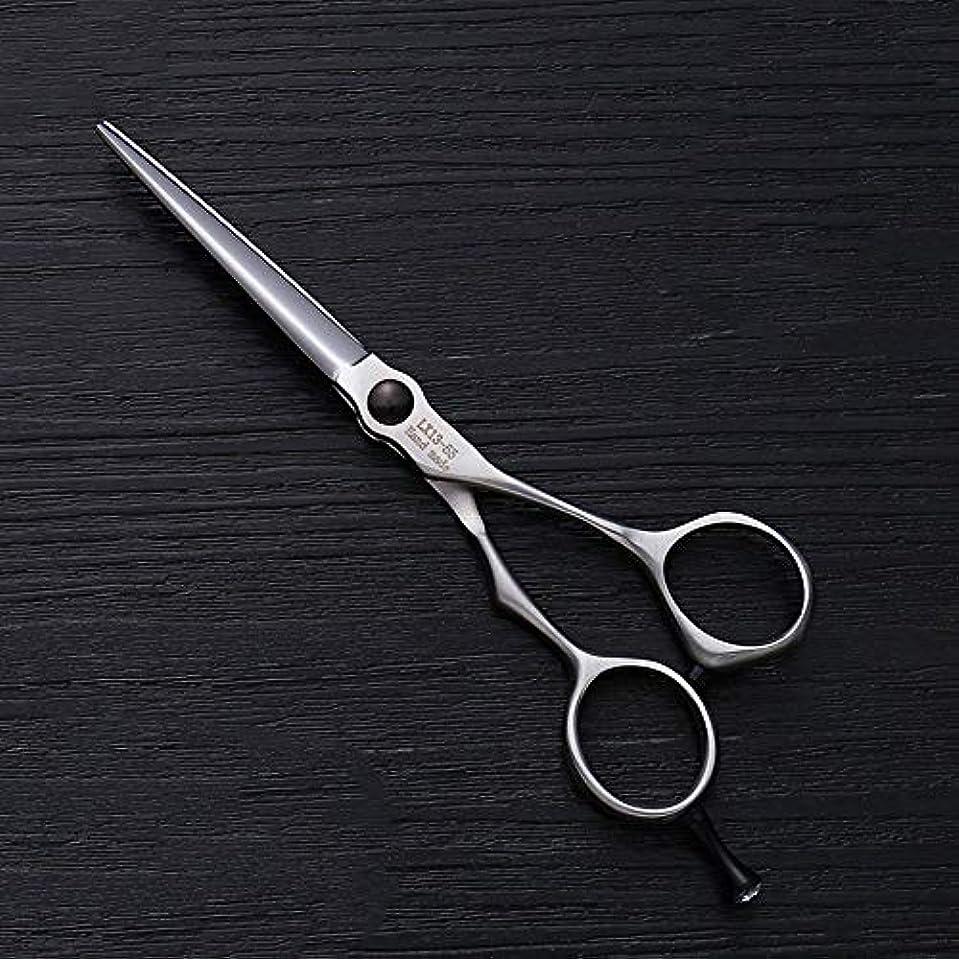 煙降ろす便利さ理髪用はさみ 5.5インチの理髪はさみステンレス鋼の平らなせん断前髪はさみ毛の切断はさみステンレス理髪はさみ (色 : Silver)