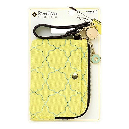 ミドリ パスケース リール付き 花柄 黄色 57432006の詳細を見る