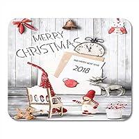 マウスパッドレッドベルメリークリスマスクリスマスと新年の文字で明るい木製のテキストとレトロなスタイルのマウスマットノートブックデスクトップコンピューターに適した