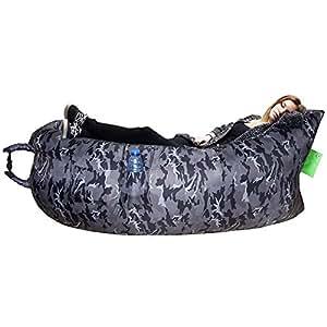 DEMARK 一瞬で膨らむ簡単便利なエアソファー&エアベッド AIR SOFA エアマット 3D立体型睡眠アイマスク付き フリーサイズ エアクッション エアハンモック 組み立て簡単、ビーチ キャンプ アウトドア 登山 夏フェス 野宿 バカンス 海水浴 プールなど どこでも活躍!空気を一気に入れるだけ!この夏話題のポータブルエアーソファー! (グレー 迷彩, 人気なデザイン)