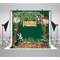 LUCKSTY グリーン ジャングル ウェルカムバースデー 写真撮影用背景 6x6フィート フェアリーテール ウサギ 猫 本 カード 時計 写真 背景 テーマパーティー ケーキ テーブル バナー 写真ブース 小道具 LUGE044