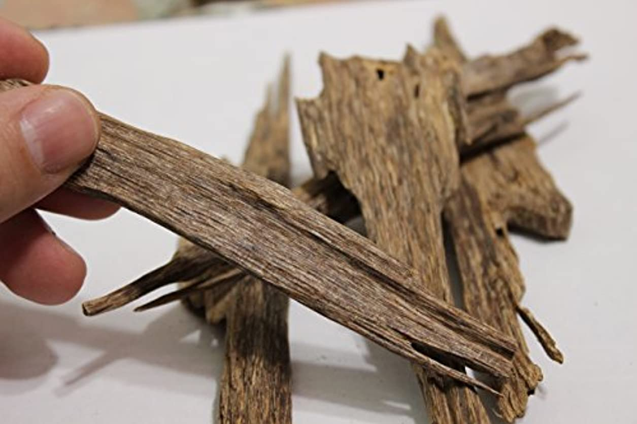 ベトナム語Wild Harvested Agarwoodチップ – Oud Incense – ダークブラウン色