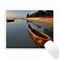 トンドニビーチ、ペンバ島、ザンジバル、タンザニアの木製ボート。 PC Mouse Pad パソコン マウスパッド
