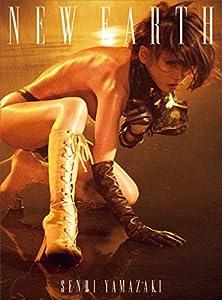 """いち早くボンデージファッションをテーマに選び、衝撃的な世界観が話題をさらった写真集『ANOTHER SKIN』。その衝撃を遙かに超える、日本の""""フェティシズムの女王""""が芸能生活40周年の節目に満を持してリリースする完全なる初へアヌード!!※この商品は紙の書籍のページを画像にした電子書籍です。文字だけを拡大することはできませんので、タブレットサイズの端末での閲読を推奨します。また、文字列のハイライトや検索、辞書の参照、引用などの機能も使用できません。"""