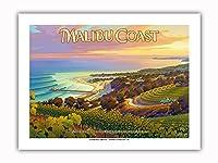マリブ・コースト・ワイナリー - サンタモニカ・マウンテンズ - サウスコーストAVAブドウ園 - カリフォルニアワインカントリーアート によって作成された カーン・エリクソン - プレミアム290gsmジークレーアートプリント - 30.5cm x 41cm