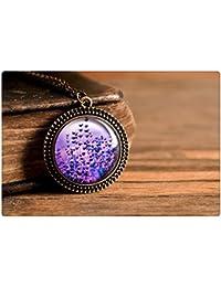 紫色のラベンダーのペンダント、アンティーク真鍮ペンダント、ガラスドームペンダント、アンティーク真鍮製のネックレス、紫色のラベンダーネックレス、パープルネックレス