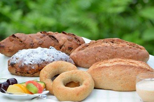 全粒粉100%パン5種類送料込み福袋セット。 ※大好評のセットです。「おいしくて健康」・・・当店の理想です。(天然酵母) Full grain flour 100% Bread 5 types Shipping included Lucky bag set