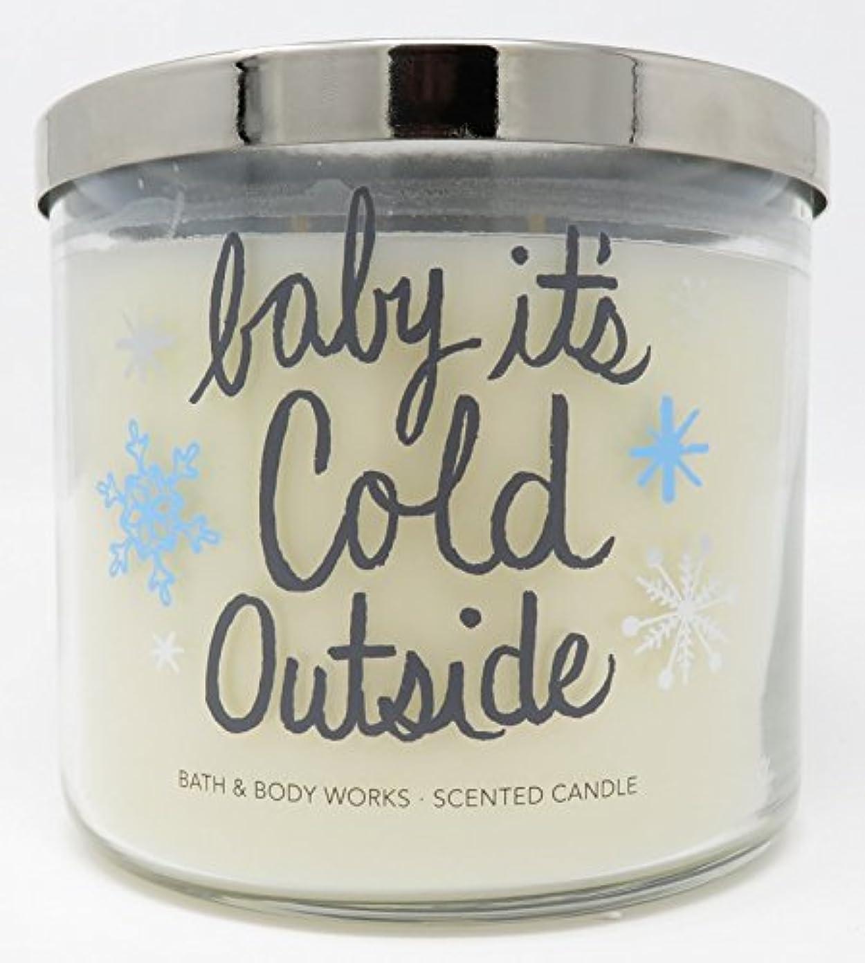 ボリューム礼儀一晩Bath and Body Works新しいfor 2017 Fireside 3 Wick Candleラベル – 「Baby」Its ' Cold Outside