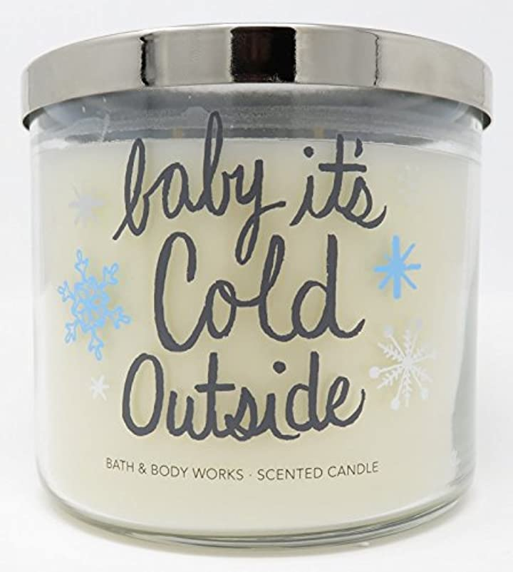 ライナーナラーバー余分なBath and Body Works新しいfor 2017 Fireside 3 Wick Candleラベル – 「Baby」Its ' Cold Outside