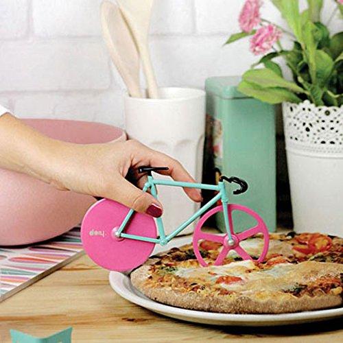 自転車でピザを切る