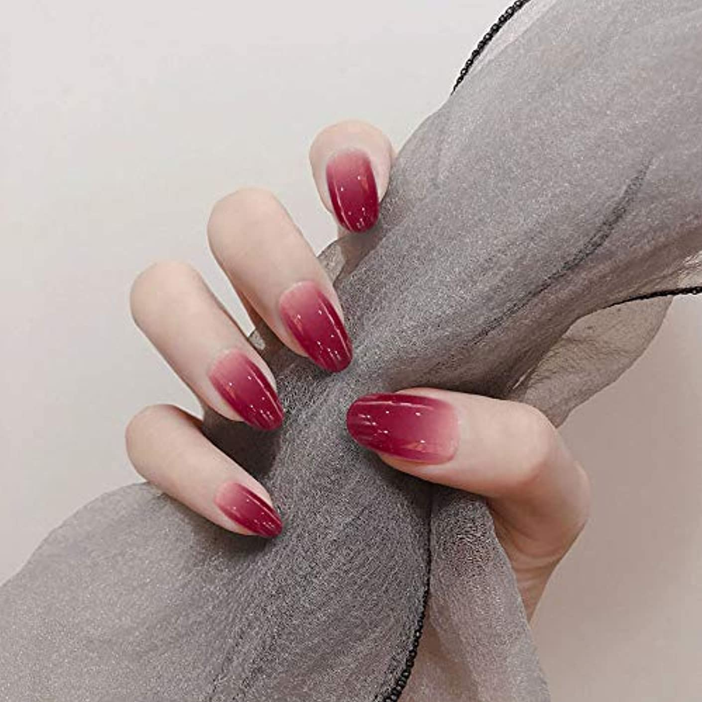 セメント賛美歌慣性XUTXZKA グラデーションレッドピンクカラーファッションネイルフルカバー人工ネイルアートのヒント女性ホリデーフェイクネイル
