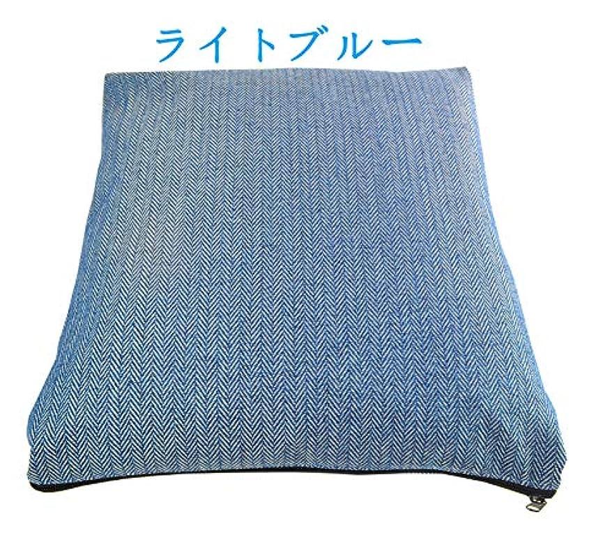 電化するピッチ飾るクッションにもなる寝袋 アルミシート入り ライトブルー