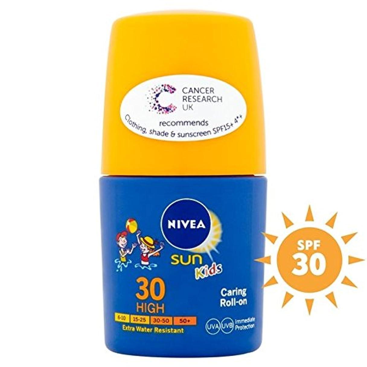 十分もし割れ目30の50ミリリットルにロールを気遣うニベアの日の子供たち x4 - Nivea Sun Kids Caring Roll On SPF30 50ml (Pack of 4) [並行輸入品]