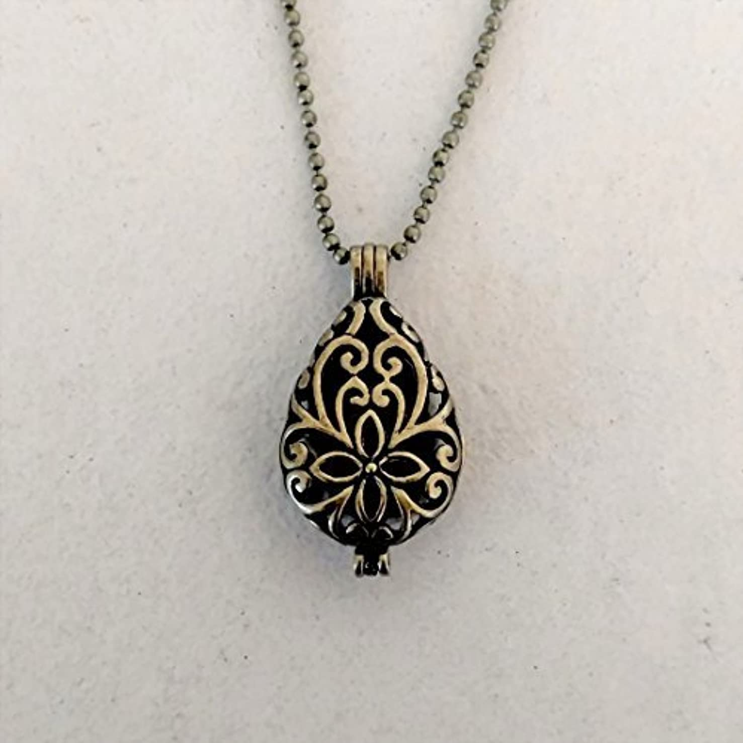 自動車ばかげているのりBronze tone Teardrop Small Aromatherapy Necklace Essential Oil Diffuser Locket Pendant Jewelry w/reusable felt...