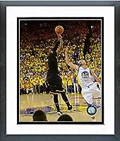 "Kyrie Irving Cleveland Cavaliers 2016NBAファイナルゲーム7写真サイズ: 22.5"" X 26.5CM )フレーム"