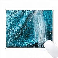 アイスランドの氷河洞窟。 PC Mouse Pad パソコン マウスパッド