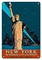 22cm x 30cmヴィンテージハワイアンティンサイン - アメリカ、ニューヨーク - ザ・ワンダーシティオブザワールド - 自由の女神 - 列車でゆく - ビンテージな鉄道旅行のポスター によって作成された アドルフ・トレイドラー c.1927