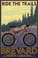 Brevard、ノースカロライナ州 – Ride the Trails自転車 12 x 18 Signed Art Print LANT-40450-708
