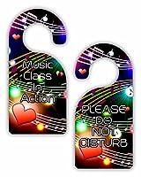 音楽でクラスアクション/ Please Do Not Disturb–Multicolored Musical Clefsとノート–両面ハードプラスチック光沢ドアハンガー