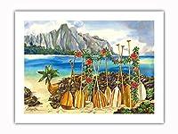 島の精神 - ハワイアンカヌー(Wa'a)とパドルズ(Hoe) - オリジナルハワイ水彩画から によって作成された ペギー チュン -プレミアム290gsmジークレーアートプリント - 46cm x 61cm