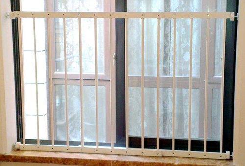 【World box】ベビーガード 転落事故防止 フェンス 突っ張り式 簡単設置 簡易 柵 窓 部屋 仕切り 安心 ...