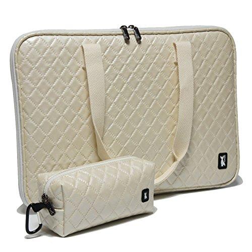 ◆キルト・パールホワイト ショルダーPCバッグ15.6インチワイド ポーチ付き おしゃれなノートパソコンバッグ...