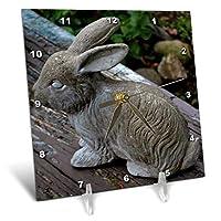 3dRose dc_165305_1庭の机の時計の中に座っているかわいい小さなウサギの像、6 x 6インチ