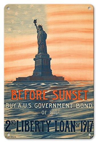 22cm x 30cmヴィンテージハワイアンティンサイン - 日没前に - 日没前1917年の第二リバティローンの米国国債を購入します - ビンテージな政治的なポスター によって作成された ウジェニー・ド・ランド c.1917