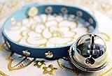 王道スタイル 大きな 鈴 & スタッズ付き タマの 首輪風 レザー製 首輪 ブルー (26 28 30cm穴用)