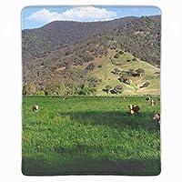 マウスパッド レーザー&光学マウス対応 防水/洗える/滑り止め 緑の野原で牛 サイズ:25 x 30 x 0.3 cm