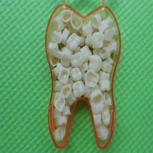 AriesOutlets前後の歯のテンポラリー・クラウン(...