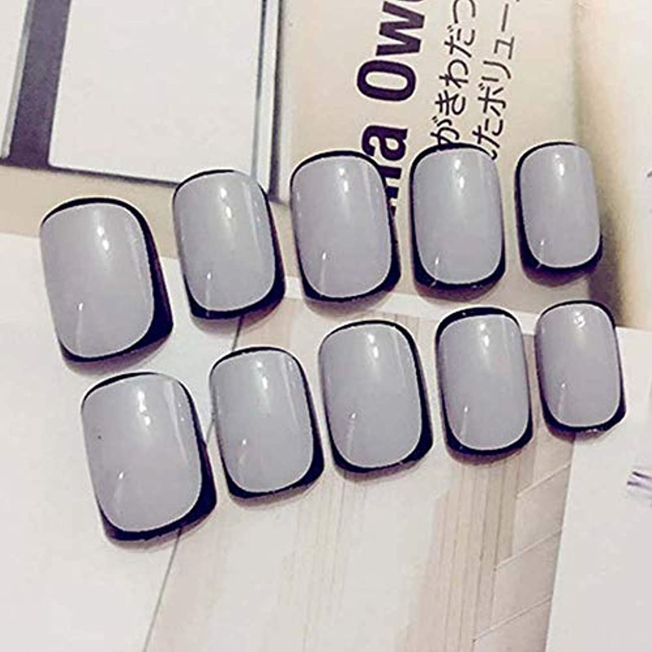 新聞フェードアウト乳製品XUTXZKA 24pcs女性ショートサイズフルカバーネイルレディースダークグレーカラーブラックネイル