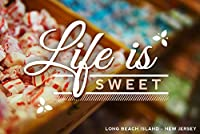 Long Beach Island、New Jersey–Life Is Sweet–行のキャンディ 12 x 18 Art Print LANT-69771-12x18