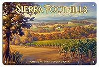 22cm x 30cmヴィンテージハワイアンティンサイン - シエラ・フットヒルズ・ワイナリー - ヘルウィグ・エステート・ワイナリー - シエラ・フットヒルズAVAブドウ園 - カリフォルニアワインカントリーアート によって作成された カーン・エリクソン