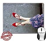 Luxlady天然ゴムマウスパッド/マットwithステッチエッジ9.8?X 7.9レトロ花柄ドレスと赤靴イメージ24655963